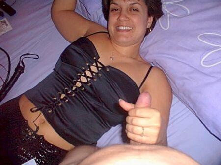 Femme cougar sexy soumise pour coquin qui aime la domination très souvent libre