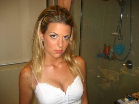 Femme infidèle sexy soumise pour amant clean souvent libre